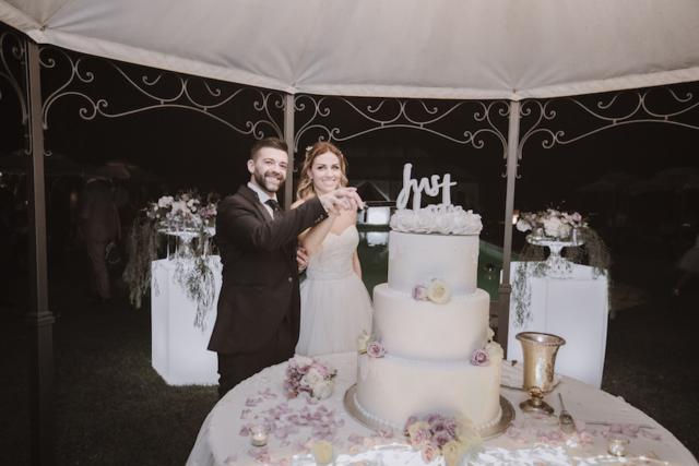 il taglio della torta  a Villa Fonte Nuova