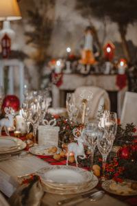 un tavola ricca e accogliente