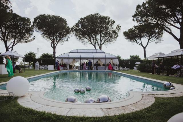 la nostra piscina ospita il vostro matrimonio