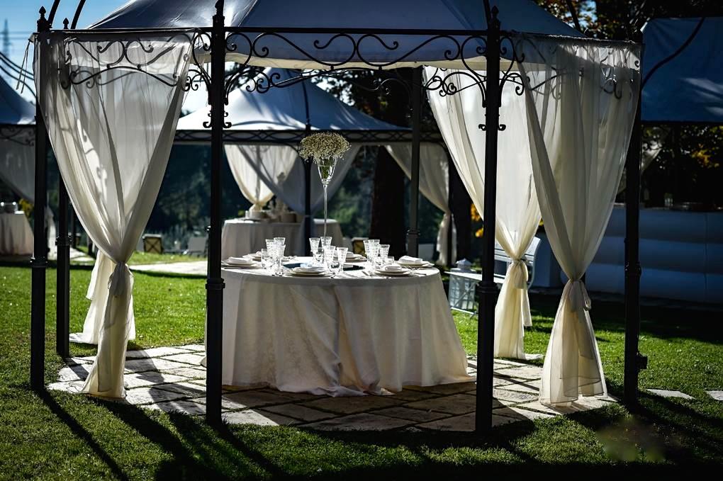 Matrimonio in piscina sotto i nostri bellissimi gazebi