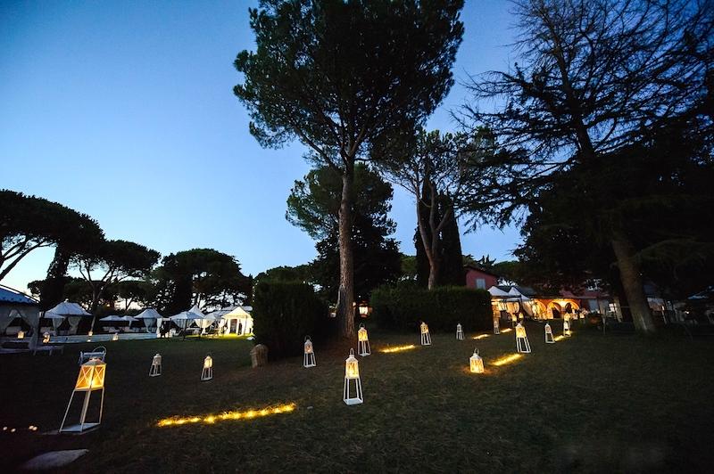 illuminare il percorso nella villa