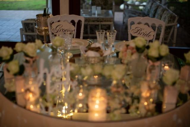Tavolo degli sposi rose e candele